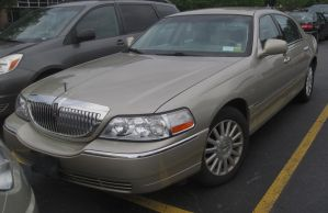 (2005) Lincoln Town Car Signature by auroraTerra
