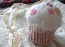 knitted cuppycake by pinkcravat