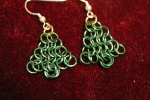 Chainmaille Christmas Tree Earrings by medievalfaery