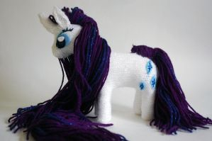 Rarity knit toy by LightningChaser