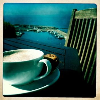 Breakfast with a perfect view. by emeliten