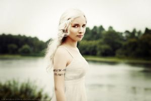 Daenerys (Game of Thrones) by LienSkullova
