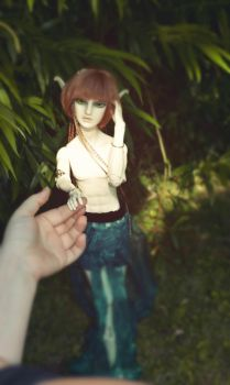 BJD - So tiny hands by QueenofGalaxia