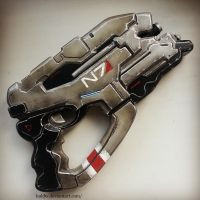 Mass Effect N7 Eagle Heavy Pistol replica by HoldW
