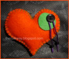 .:Broche corazon:.01 by SaMtRoNiKa