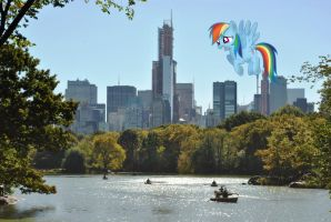 Rainbow Dash flying over Central Park by laopokia