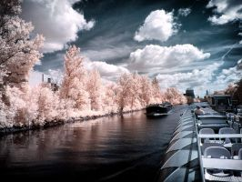 Berlin - boat trip infrared by MichiLauke