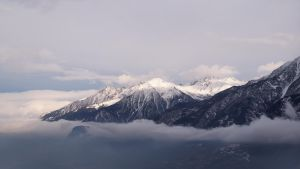 Clouds under the peaks by bellaricca