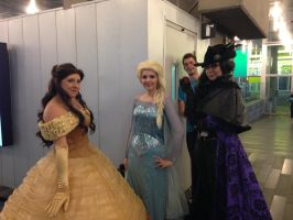 Queen Elsa, Belle and Regina - Otakuthon 2014 by Silyah246