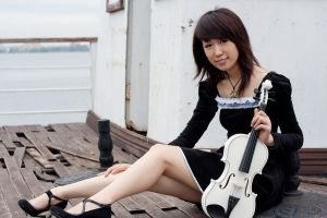 girl with violin1 by xiaochi