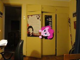 Pinkie pie is watching me O.o by JuanBrony