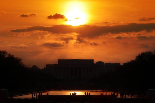 Sunset on Lincoln Memorial by aznnam