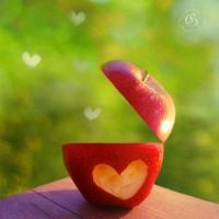Apple-ause by blondepassion