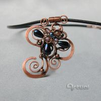 Hammered copper wire pendant with teardrop beads by artual