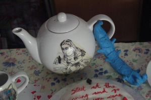 Alice Teapot with Absalom by LucyLostInWonderland