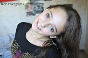 My cute sister by TaniaMPhotographie