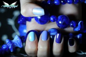 Blue nails by MiciaGlo