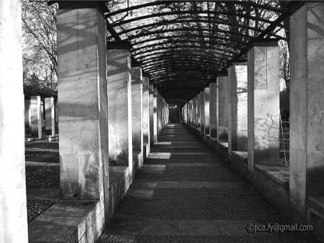 Arcade in Bercy park by orphoe