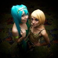 Vocaloid Belly dancers- Miku and Rin by Lulu-Heartnet