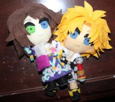 Plush Yuna x Tidus by SuperSmashPlushTeam