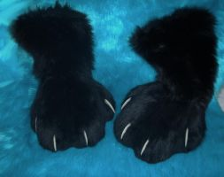 new feetpaws for my draggy by DrakonicKnight
