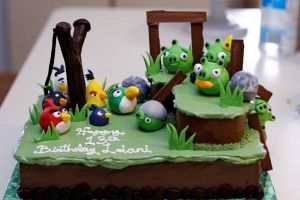 Upset Aviary Cake by greensprout