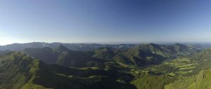 les monts du Cantal du puy Mary by tiquitiqui
