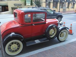 Old Car in Baltimore by EricJ562