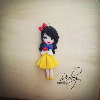 Snow White, polymer clay necklace by Ruby-creations