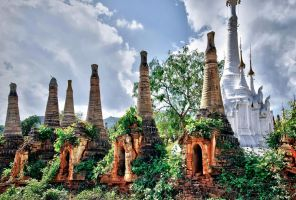 Shwe  Indein Stupa by CitizenFresh
