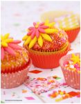 Pretty Daisy Cupcakes by theresahelmer
