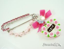 Ribbon Heart Cake Brooch by SweetandCo