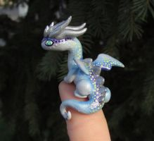 Blue 'Thumb' Dragon by KingMelissa