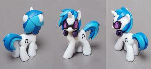 Vinyl Scratch by SeWoRig