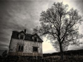 The house on Haunted Hill... by uberfischer