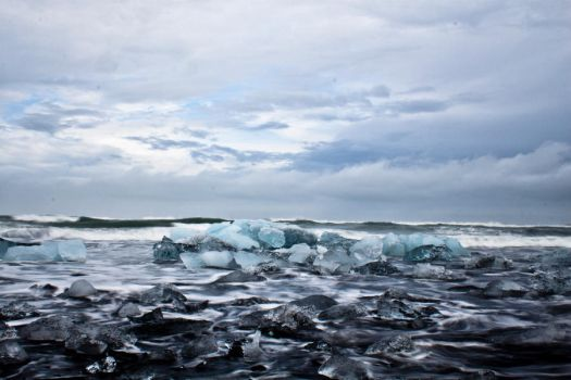 Ice and Sand by valkyrjan