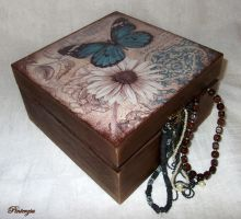 Decoupage box with butterfly by pinterzsu
