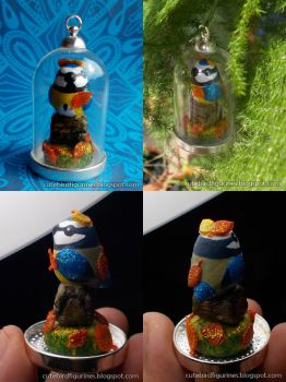 For sale: Blue tit sculpture in glass dome pendant by emmil