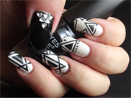 Black And White Triangles by Ithfifi