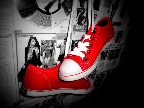 red shoe by vaaniaw