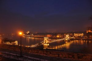 Budapest at night by dianora