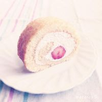 Strawberry Roll by macaron9