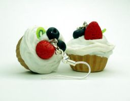 Sweet Cream and Fruit Cupcake by Alusaf