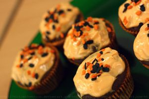 Halloween Cupcakes by victimofemotion