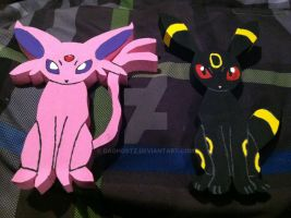 Espeon and Umbreon Wooden Figure by daghostz