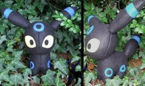 Shiny Umbreon by NemeThePlushier