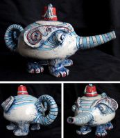 Creature teapot by Onanymous