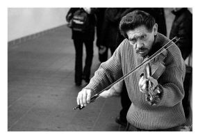 MUNY III - Unknown Violinist by carvinganish