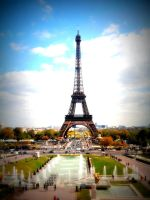 Paris and happiness by destelloscuro
