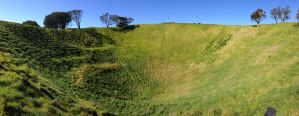 Mount Eden crater by BrendanR85